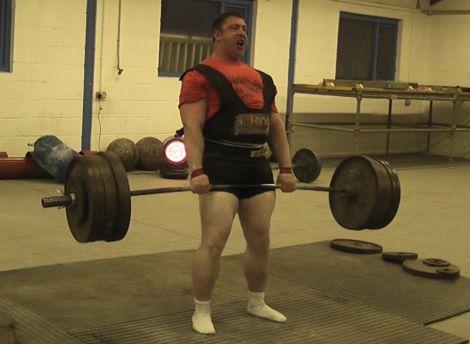 Davy Cummings doing the 310kg deadlift