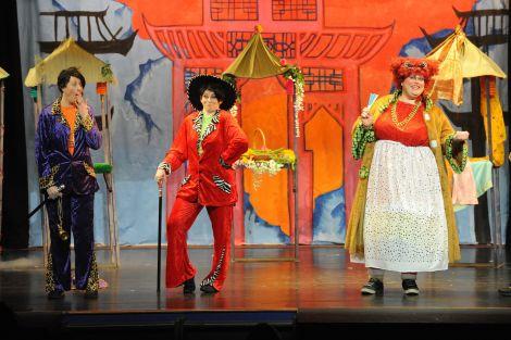 Aladdin (Hilary Smith), Wishy Washy (Lynsey Rendall) and Widow Twankey (Bob Lowes) share some laughs - Photo: Millgaet Media.