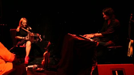 Sharon Shannon and Alan Connor performing together.
