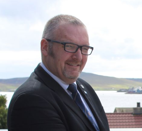 SIC leader Gary Robinson plans to challenge the Scottish government over the cost of rural education.