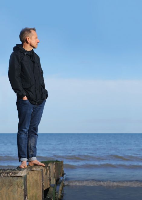 Comic Jeremy Hardy will make his maiden visit to Shetland next week.