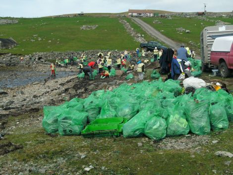 Pupils from Scalloway Primary School taking part in last year's redd up. Photo courtesy of Shetland Amenity Trust.