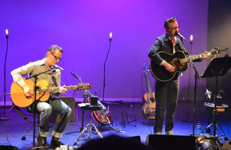 Hawley was joined by guitarist and long-time friend Shez Sheridan. Photo: Shetnews/Kelly Nicolson Riddell