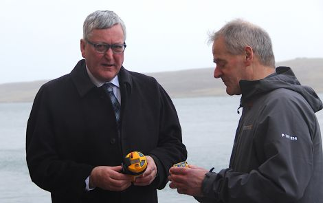 SFA chairman Leslie Tait (right) in discussion with Scottish fisheries minister Fergus Ewing in February of this year. Photo: Hans J Marter/Shetland News