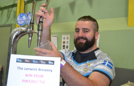 Lerwick Brewery's Jon Pulley pulling pints at the beer festival. Photo: BBC Radio Shetland