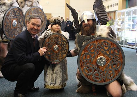 Jarl Ragnar Sutrike Lothbrok (right) with his daughter Aoife and college principal Willie Shannon.