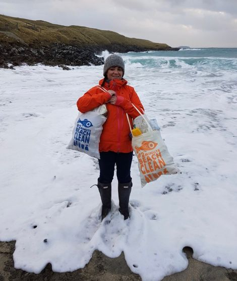 Rachel Laurenson with her latest #2minutebeachclean haul at Quendale beach.